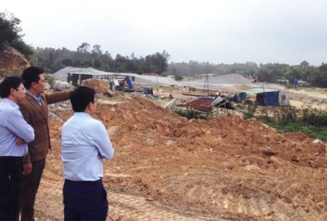 Xuất hiện đám khói bụi màu hồng cỡ lớn tại Nhà máy Thép Hòa Phát Dung Quất