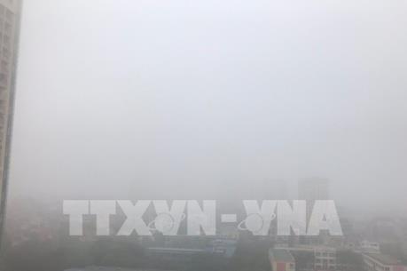 Hà Nội ô nhiễm bụi mịn do lớp sương mù dày đặc