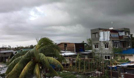 Hàng chục nghìn người Philippines mắc kẹt vì bão Phanfone