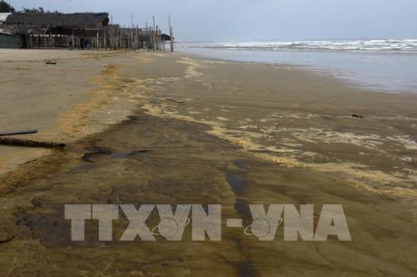 """Vụ nước biển đổi màu tại Quảng Ngãi: Doanh nghiệp """"giật mình"""" đối phó"""
