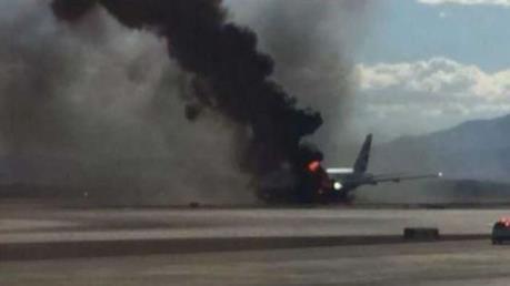 Nóng: Máy bay chở 100 người rơi ở Kazakhstan