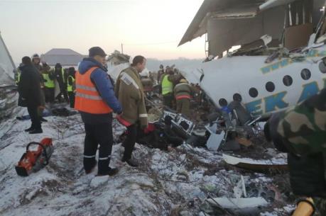 Vụ rơi máy bay tại Kazakhstan: Máy bay rơi trúng tòa nhà 2 tầng