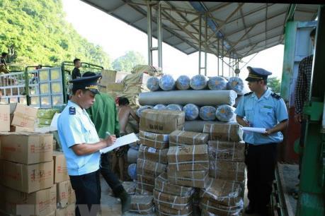Triệt phá đường dây buôn lậu hàng hóa sang Campuchia