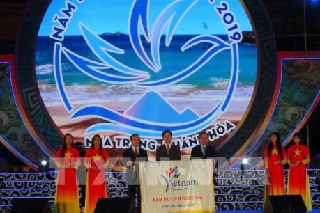 Du lịch Việt Nam lần đầu tiên đón 18 triệu lượt khách quốc tế