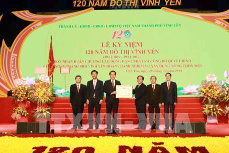 Thành phố Vĩnh Yên nhận Huân chương Lao động hạng Nhất