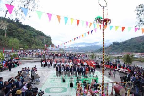 Lễ hội Ném còn ba nước Việt - Lào - Trung: Sắc màu hữu nghị