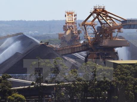 Quảng Ninh bốc rót những tấn than đầu tiên năm 2020
