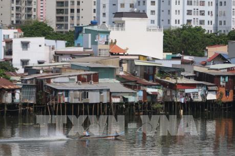Phát triển đô thị tại Tp. HCM – Bài 1: Bộn bề di dời nhà ven kênh rạch