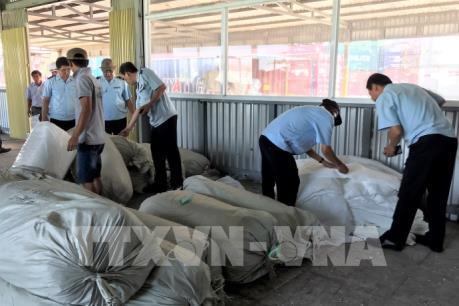Hải quan Tp.Hồ Chí Minh thu giữ 3 container hàng gian lận xuất xứ