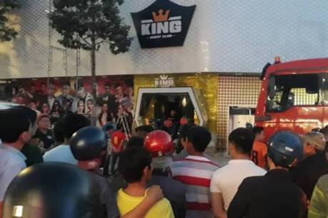 Huy động cẩu 50 tấn cứu nạn nhân bị mắc kẹt trong quán bar bị sập trần