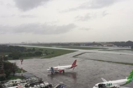 Máy bay chở Tổng thống Indonesia phải hạ cánh khẩn cấp