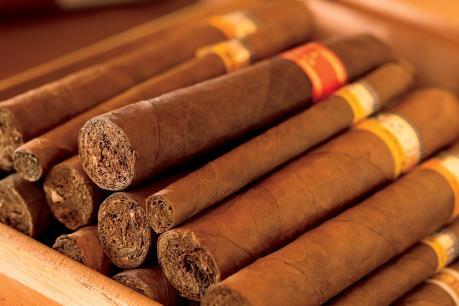 Thu giữ lô xì-gà nghi nhập lậu trị giá khoảng 4 tỷ đồng