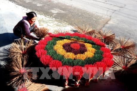Thừa Thiên-Huế: Làng hương Thủy Xuân rộn ràng mùa Tết