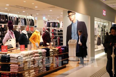 Đại gia bán lẻ Fast Retailing hạ triển vọng kinh doanh năm 2020