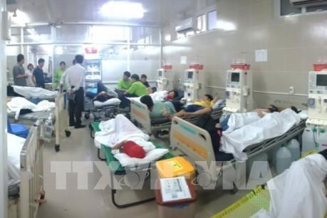 Hơn 100 học sinh, giáo viên nhập viện vì nghi ngộ độc thực phẩm