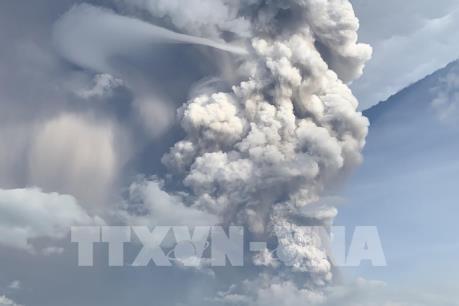 """Philippines: Thủ đô Manila """"đóng cửa"""" vì tro bụi núi lửa Taal"""