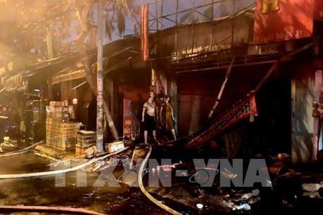 Cháy lớn thiêu rụi 9 kiot và một căn nhà tại Tp. Hồ Chí Minh