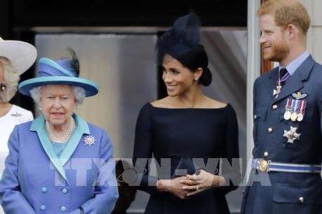 Nữ hoàng Anh cấm Harry và Meghan dùng tước hiệu Sussex Royal