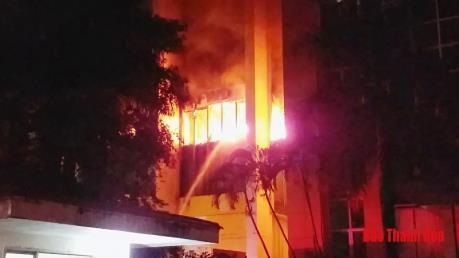 Cháy lớn tại Tòa nhà Dầu khí làm một người tử vong và 8 người bị ngạt khí, sốc nhiệt