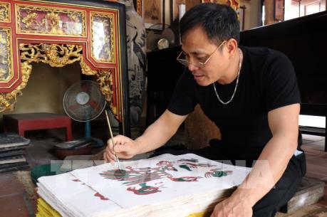 Người dân khắp nơi tìm về Đông Hồ mua tranh linh vật năm Canh Tý