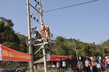 Gần 200 hộ dân đón điện trước Tết Nguyên đán