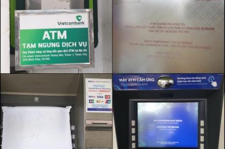 """Hàng loạt ATM """"nghỉ Tết"""" sớm, người dân """"đôn đáo"""" chạy khắp nơi chờ rút tiền"""