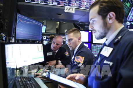 Thị trường chứng khoán Âu – Mỹ giảm mạnh