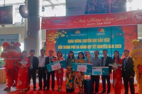 Chào đón chuyến bay đầu tiên đến Đà Nẵng trong năm Canh Tý 2020