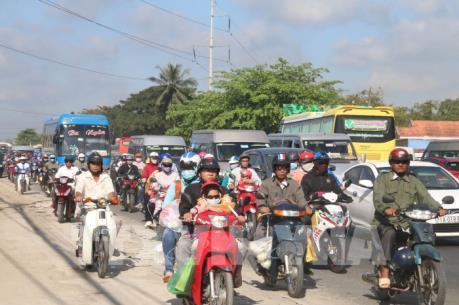 Tiền Giang: Mùng 2 Tết, Quốc lộ 1 ùn tắc nhiều nơi