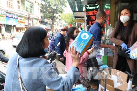 Phó Thủ tướng: Đề nghị rút giấy phép kinh doanh các hiệu thuốc tăng giá khẩu trang
