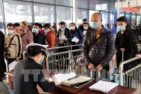 COVID-19: Đề nghị không cho nhập cảnh những người đã đi qua vùng dịch trong vòng 14 ngày