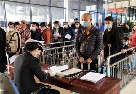 Tạm dừng tiếp nhận lao động nước ngoài về ăn Tết trở lại Việt Nam làm việc