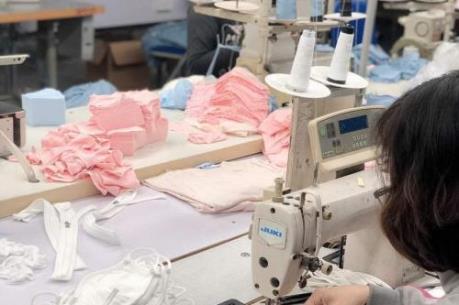 Doanh nghiệp dệt may đáp ứng đủ nhu cầu khẩu trang trong nước