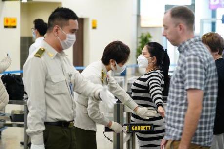 Số mẫu bệnh phẩm xét nghiệm cho khách ở Nội Bài gấp đôi dự kiến