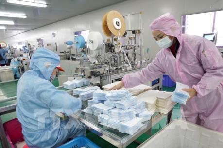 Các nhà sản xuất khẩu trang trong nước đẩy nhanh tiến độ
