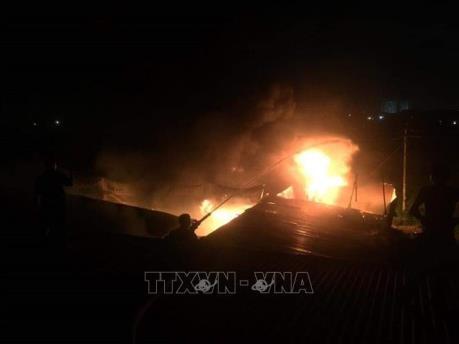 Lâm Đồng: Dập tắt đám cháy xưởng mộc trong đêm