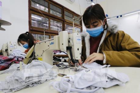 Dịch do Virus Corona: Doanh nghiệp dệt may khẩn trương sản xuất khẩu trang