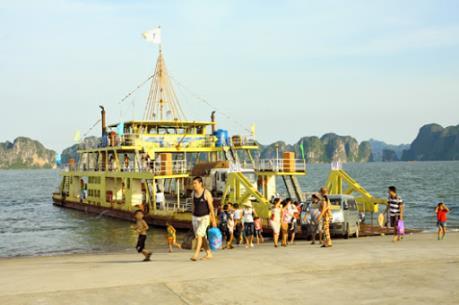 Dịch bệnh do virus Corona: Bác tin cấm khách nước ngoài xuất bến từ Cát Bà đi Hạ Long