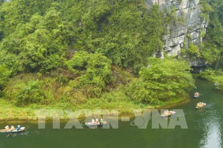 Du lịch Việt Nam: Ngắm non nước hữu tình Tràng An khi vào xuân