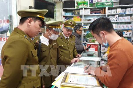 """Hưng Yên xử phạt việc """"đẩy"""" giá bán khẩu trang, nước rửa tay"""