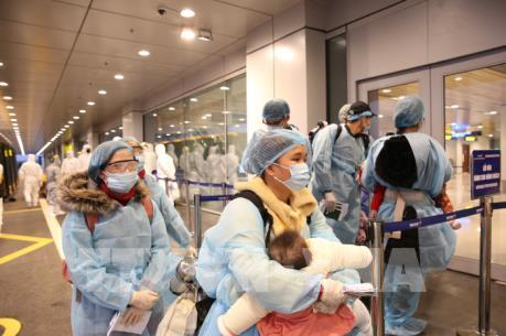 Đưa 30 công dân Việt Nam từ Trung Quốc về sân bay Vân Đồn (Quảng Ninh)