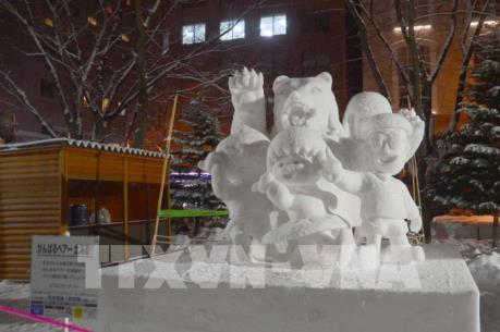 """Lễ hội tuyết Sapporo """"điêu đứng"""" vì nhiệt độ cao bất thường"""