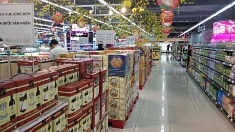 Đón Valentine, nhiều siêu thị, cửa hàng lo ngại vắng khách