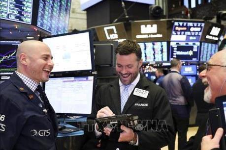 Nasdaq và S&P 500 đồng loạt lên các mức cao kỷ lục mới