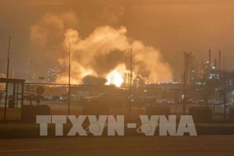 Cháy nổ tại nhà máy lọc dầu ở Mỹ