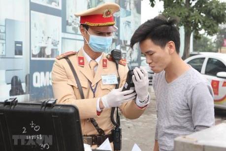 Người tham gia giao thông ở Hà Nội được lựa chọn ống thổi kiểm tra nồng độ cồn