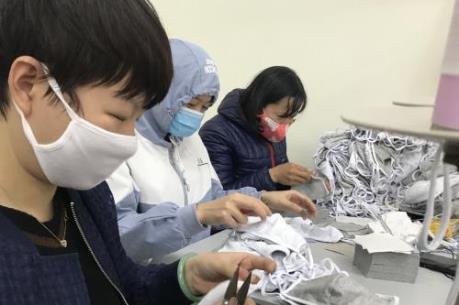 Doanh nghiệp dệt may tăng năng lực sản xuất khẩu trang