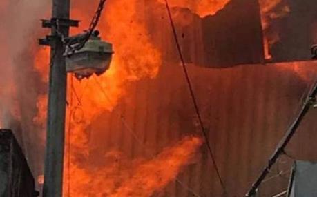 Cháy xưởng mộc tại phường Thạch Bàn, quận Long Biên, Hà Nội