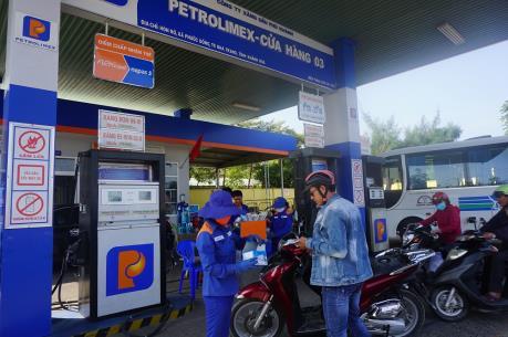Petrolimex Đà Nẵng phát nước rửa tay khô miễn phí phòng dịch COVID-19