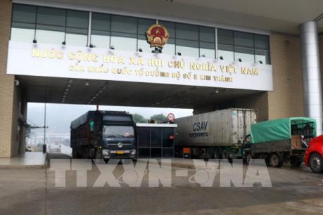 Lào Cai hỗ trợ doanh nghiệp thông quan hàng hóa